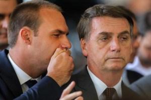 eduardo bolsonaro e jair bolsonaro 300x200 - Bolsonaro admite que pode desistir da indicação do filho