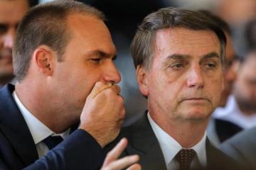 eduardo bolsonaro e jair bolsonaro - Bolsonaro admite que pode desistir da indicação do filho