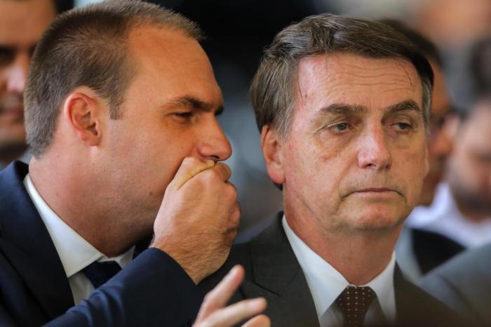 eduardo bolsonaro e jair bolsonaro - Bolsonaro defende que Eduardo abra mão de embaixada para pacificar PSL