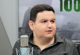 """Fabiano Gomes anuncia saída de rádio para novos projetos e afirma não querer mais nada com setor público: """"Não depois do que passei"""""""