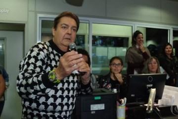 Faustão interrompe programa após se irritar com música da Dança dos Famosos
