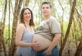 UM HOMEM GESTANTE: Quem está grávido é o pai e casal deve amamentar