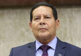 """""""Cometemos erros"""", diz Mourão sobre queimadas na Amazônia"""