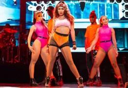 Anitta rebate críticas a figurinos: 'Gosto de me sentir confortável'