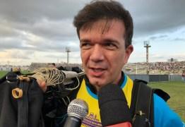 SANFONEIRO ALADO: Waldonys desce de paraquedas no meio do estádio Amigão tocando hino na sanfona – VEJA VÍDEO