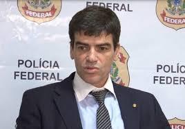 Delegados cogitam demissão coletiva após Bolsonaro tentar intervir na PF