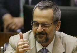 """""""Paralização"""": Weintraub justifica seu erro de português com erros dos outros"""