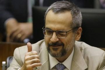 Ministro da Educação diz não 'entender' data da Proclamação da República e elogia monarquistas