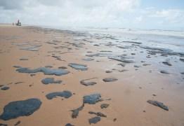 Mancha de óleo atinge ao menos 105 praias do Nordeste