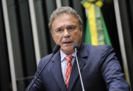 Bolsonaro é Centrão e retrocede no combate à corrupção, diz Álvaro Dias