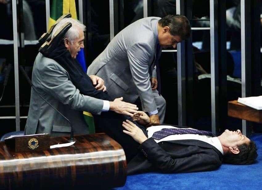 1567558258 5d6f0a723c8d3 - SUSTO: Senador passa mal e é atendido dentro do plenário