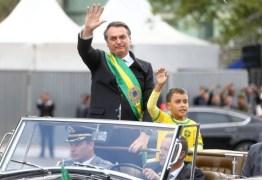 Globo demite funcionário que chamou menino de 'imbecil' por desfilar com Bolsonaro