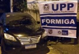 Carro do cantor Diogo Nogueira é roubado durante arrastão