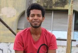 'Dar tiro em favela é fácil, difícil é prender miliciano', diz professor do RJ perseguido pela milícia