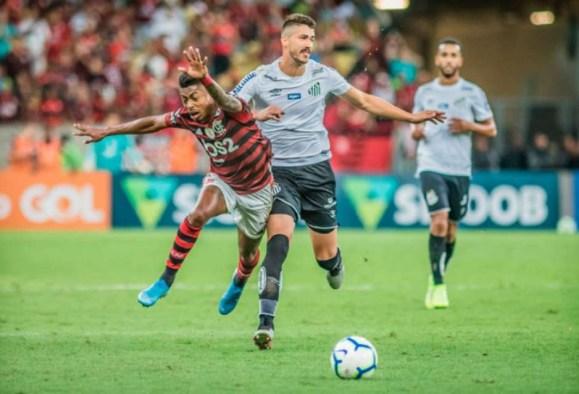 5d7d5fa441217 300x204 - Após suspensão e lesões, Santos perde liderança no Campeonato Brasileiro