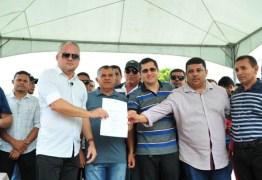 'Coloquei a primeira e última pedra', diz prefeito de Alhandra ao entregar pavimentação de Avenida no Conjunto Antônio Mariz