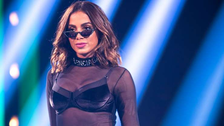 AAH5Azy - Anitta rebate rumor sobre saúde após cancelar compromissos: 'Sabem de nada'