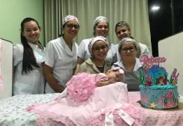 Bebê completa 4 meses e ganha ensaio fotográfico da equipe pediátrica do Hospital Alberto Urquiza Wanderley