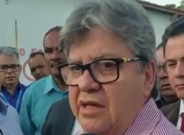 JOAO AZEVEDO E VENE - 'AÇÃO IMPENSADA': João Azevêdo culpa intervenção no PSB por saída de prefeitos e filiados da sigla