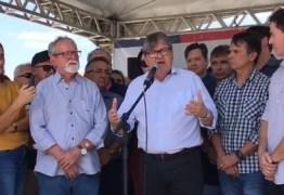 'NÃO FOI A DETERMINAÇÃO DE ALGUÉM ONIPOTENTE': João Azevêdo diz que eleição dele, de deputados e de Veneziano aconteceu 'pela verdade de cada um'; VÍDEO