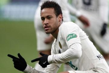 Neymar Pose Agachado Final Copa Franca Rennes PSG EFE 1280 - Neymar diz que amor da torcida do PSG por ele 'está voltando'