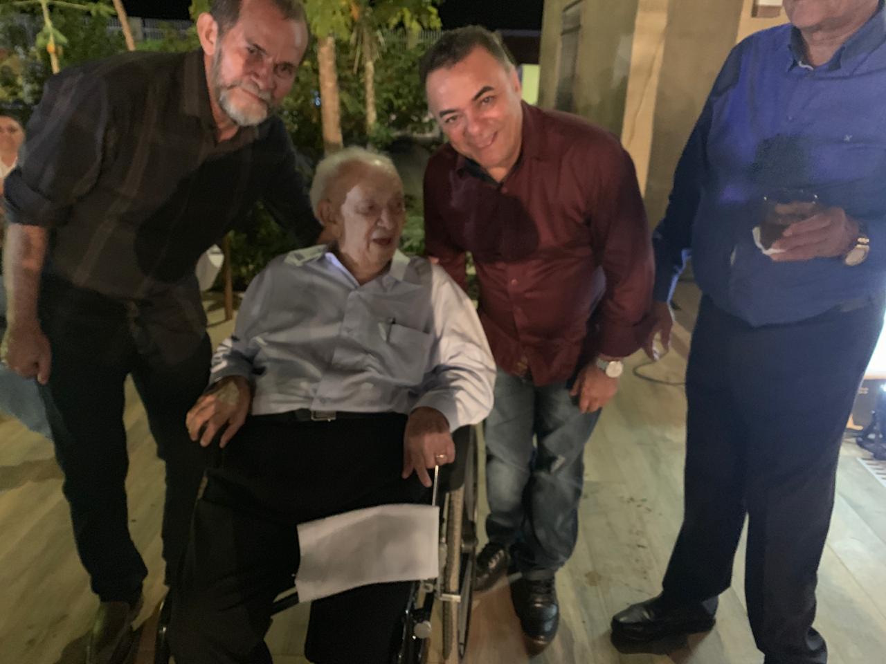 WhatsApp Image 2019 09 22 at 10.04.39 2 - Políticos e empresários comemoram os 90 anos de Zé Cavalcanti, em Cajazeiras - VEJA FOTOS E VÍDEOS