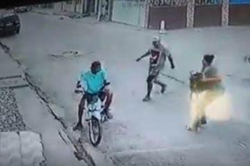 assalto 00535052 0  - Mulher reage a assalto e põe assaltantes para correr; VEJA VÍDEO
