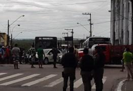 VIAS INTERDITADAS: ambulantes queimam pneus e param trânsito no Centro e Lagoa – VEJA VÍDEOS