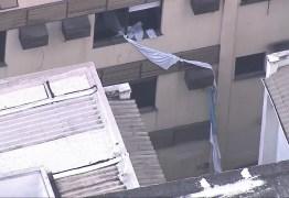 INCÊNDIO NO RJ: Mulher usa corda de lençol para se salvar e despenca do 3° andar