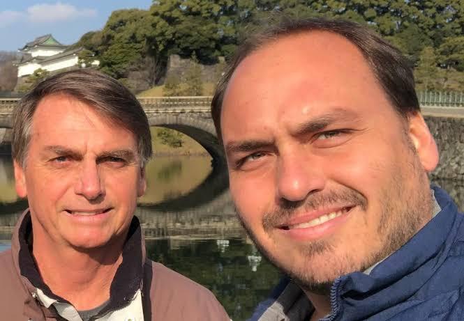 carlos jair bolsonaro - Bolsonaro defende declaração de Carlos sobre defesa da ditadura: 'Ele tem razão'