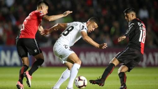 di santo   cam 300x169 - Atlético-MG toma virada em jogo contra o Cólon e segue em desvantagem