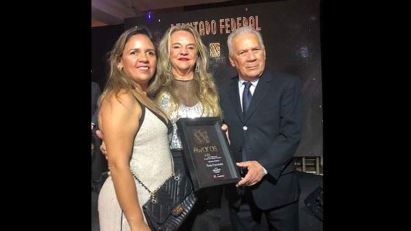 dra paula francinete 825x464 1 - Drª Paula recebe Troféu Heitor Falcão pela atuação na ALPB