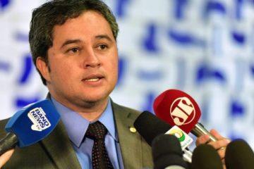 'É UMA CONSTRUÇÃO': Efraim Filho comemora pesquisa em que nome dele aparece como 'o mais competitivo' contra RC