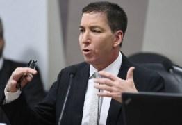 """RODA GIGANTE: Abraji repudia Glenn Greenwald por xingar colegas de """"corruptos"""" e artigo de """"lixo"""""""