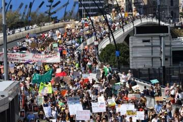 greveclima ponteaustralia 20092019 - Greve global pelo clima leva milhares de manifestantes às ruas contra mudanças climáticas