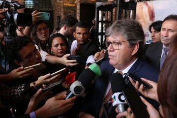 João Azevêdo lança campanha Praia Limpa e autoriza R$ 43,6 milhões em saneamento