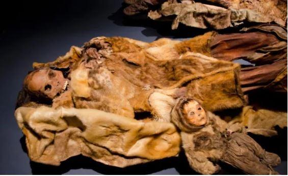mumias - Múmia bebê: criança de 6 meses viveu há mais de 500 anos