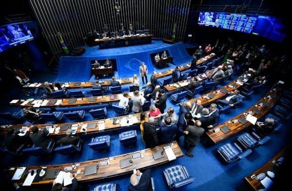 plenario senado 300x196 - Divisão de recursos de leilões de petróleo com estados e municípios é aprovada pelo Senado