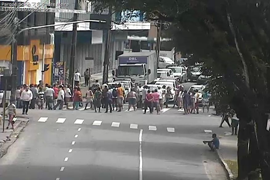 protesto   ambulantes   jp   11 09 - Grupo de ambulantes protesta contra ação da Sedurb e bloqueiam trânsito no Centro de JP