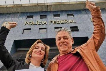 xbuarque.jpg.pagespeed.ic .Qm9DTe5mCd - Chico Buarque visita Lula na prisão: 'mais jovem e bem disposto que um ano e meio atrás'