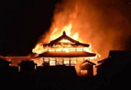 Incêndio atinge castelo histórico no Japão
