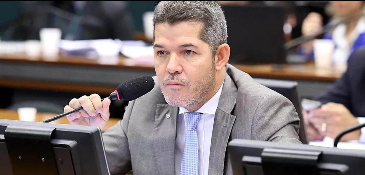 2019100900100 34e9ee63 1ce8 4410 9be2 7eda458dbccc - 'Quintal de Bolsonaro também está sujo', cutuca líder do PSL lembrando o caso Queiroz
