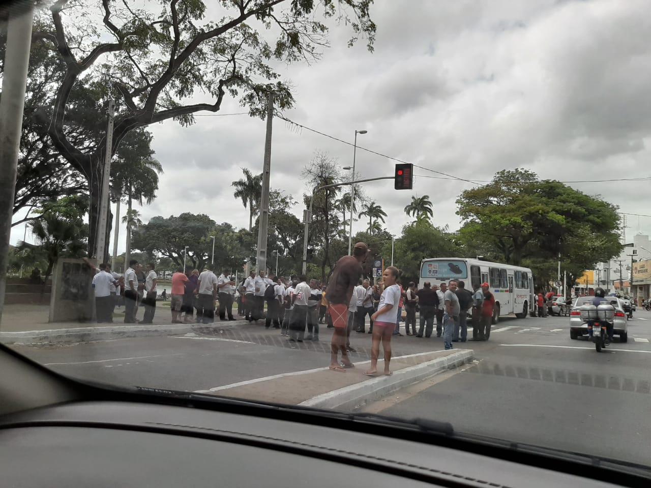 3b5b69ef 2547 4a78 b604 939d3538633e - VEÍCULOS PARADOS: Motoristas de transportes coletivos paralisam atividades e ocupam Parque da Lagoa