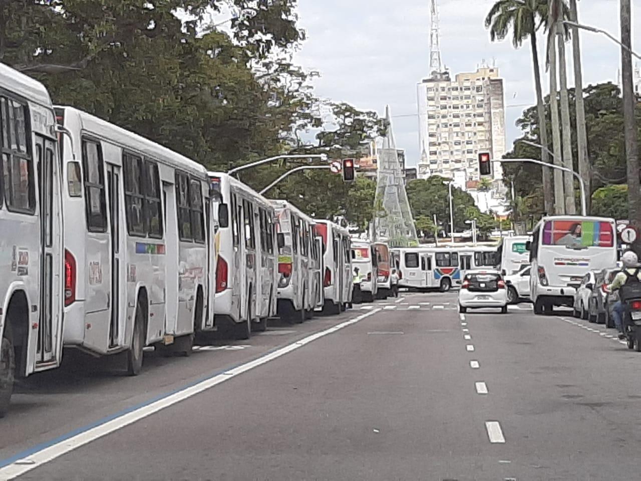 3fecdf51 f2c2 489d 9afb c38eaca9da9a - VEÍCULOS PARADOS: Motoristas de transportes coletivos paralisam atividades e ocupam Parque da Lagoa