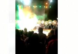 ÚLTIMO ATO: No palco do Santa Rosa Roberto Cartaxo é homenageado por artistas – VEJA VÍDEOS