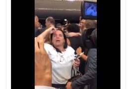 Aos gritos e lágrimas, eleitores de Bolsonaro chamam presidente de traidor na Câmara – VEJA VÍDEO