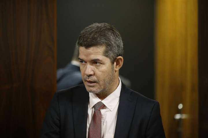 Delegado Waldir tentou obstruir MP do governo Bolsonaro - Líder do PSL na Câmara acusa Bolsonaro de tentar destituí-lo