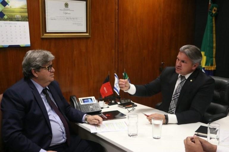 João Azevedo e Julian Lemos - Azevêdo elogia Lemos por destinar emendas para Segurança Pública