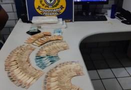 EM MAMANGUAPE: PRF para homem em fiscalização de rotina e encontra mais de três quilos de cocaína e grande quantidade em dinheiro