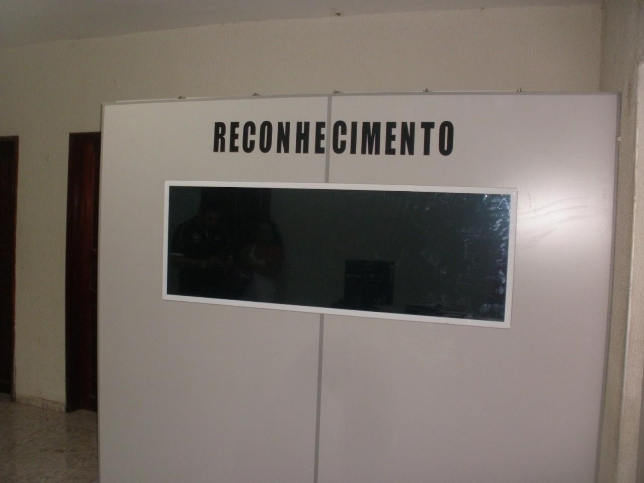 Sala do Reconhecimento da DPC de Ipu 2 - ELA NÃO OS RECONHECEU: Oitos suspeitos detidos após estupro coletivo em Santa Rita são liberados pela Polícia